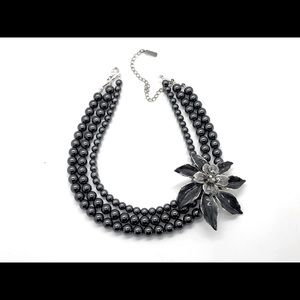 Necklace with flower and black blue perls